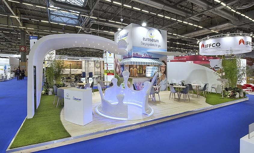 La conception et cr ation de stands d 39 exposition par ec2 for Stand salon professionnel